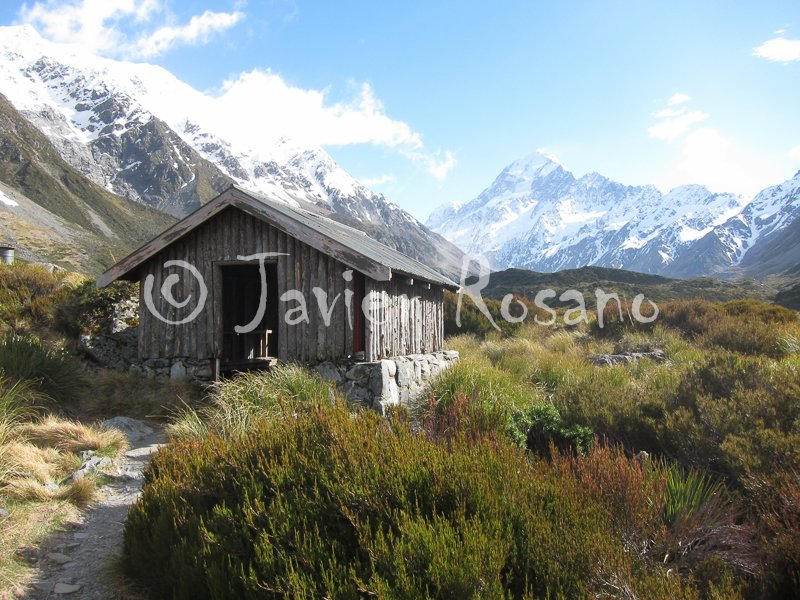 Hooker Valley Track. Canon S95. 6 mm, f/5.6, 1/500 s, ISO 200.