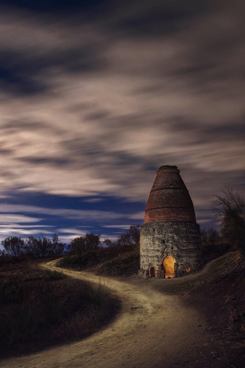 El antiguo horno de cal. Fotografía nocturna