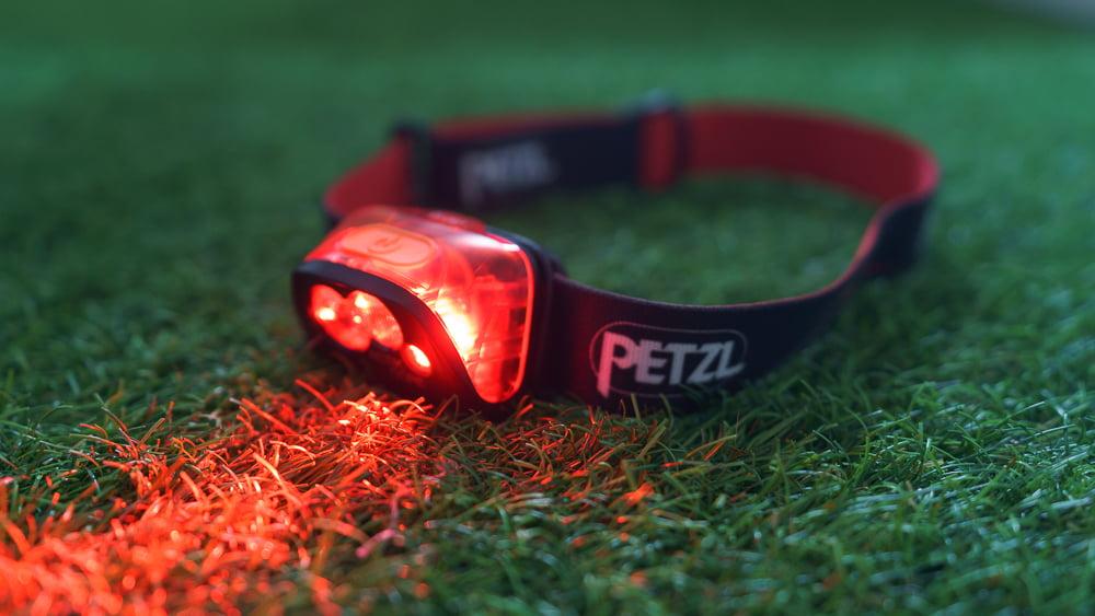 Petzl Actik Core. Luz roja