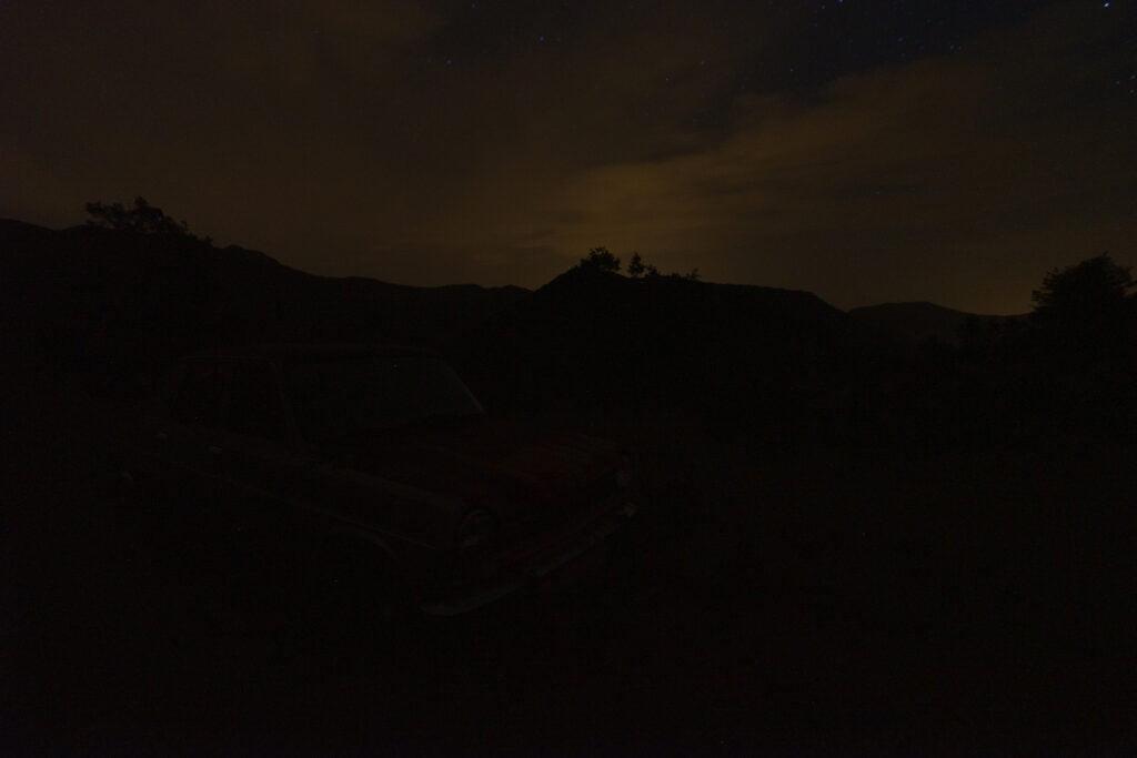 Fotografía nocturna de vehículos. Luz ambiental
